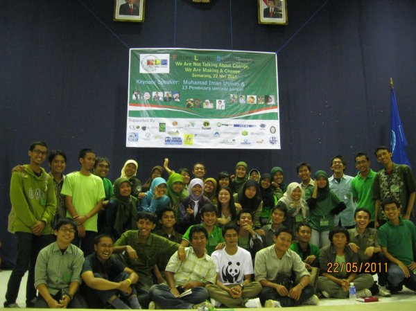Yangki Imade Suara (WWF White T-shirt) with Environment Room Participants